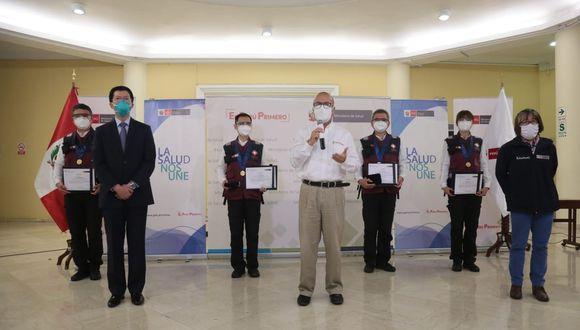 En la ceremonia, Zamora indicó que, durante su estadía en el Perú, los especialistas de origen asiático prestaron asesoría técnica y compartieron experiencias con profesionales nacionales en materia de prevención y tratamiento de la COVID-19. (Foto: Minsa)