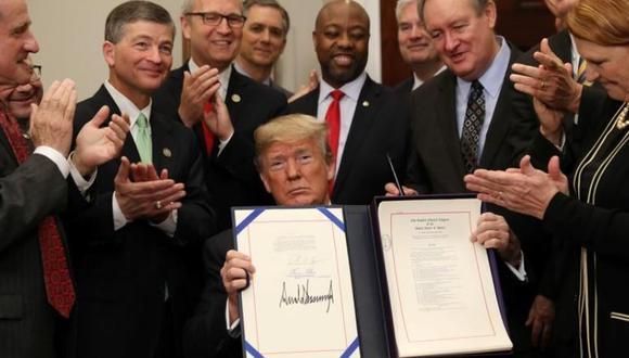 El presidente de Estados Unidos, Donald Trump, tras firmar un acta de protección económica en la Casa Blanc. (Foto: Reuters)