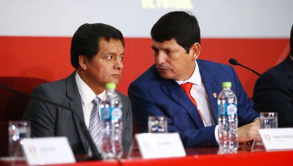 Agustín Lozano junto al vicepresidente de la FPF, Franklin Chuquizuta, quien visitó ayer la Videna, a pesar que no había reuniones pactadas. (Foto: Jesús Saucedo)