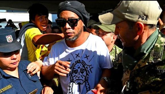 Ronaldinho se encuentra detenido desde marzo de este año. (Foto: Agencias)