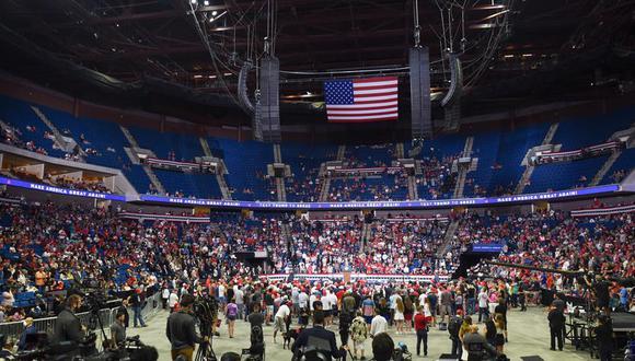 El lugar elegido para el primer mitin de Donald Trump en tres meses no se llenó. (EFE/EPA/ALBERT HALIM).