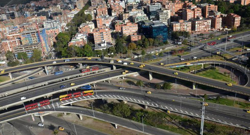 El Pico y Placa en Colombia es obligatorio en todos los vehículos motorizados. El incumplimiento de esta norma genera una multa de 414.100 pesos. (Foto: Twitter @TransitoBta)