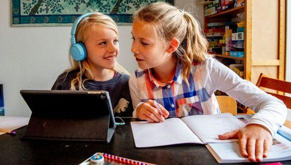 Ante la pandemia de covid-19 y el cierre masivo de instituciones educativas, los países nórdicos han liberado herramientas educativas online. (Foto: Getty)