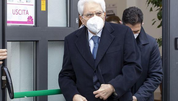 Imagen muestra al presidente italiano Sergio Mattarella saliendo del Hospital Spallanzani después de recibir una vacuna contra el coronavirus en Roma, Italia, el 09 de marzo de 2021. (EFE/EPA/QUIRINALE).