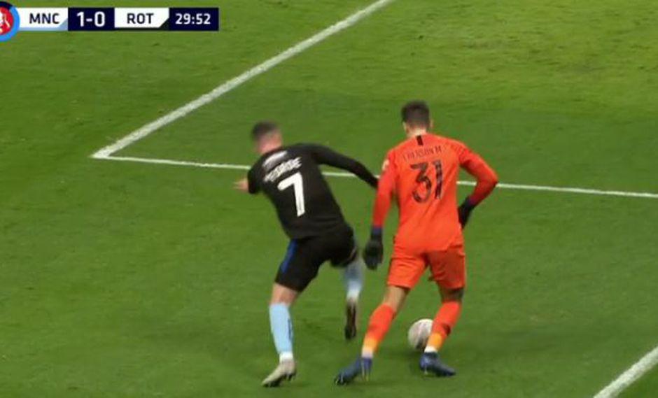El arquero de Manchester City puso en riesgo su arco y lo pudo pagar muy caro. (Captura: YouTube)