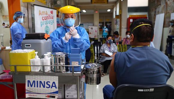 Las personas con comorbilidades continúan siendo priorizadas en la vacunación contra el COVID-19 | Foto: Archivo El Comercio / Referencial