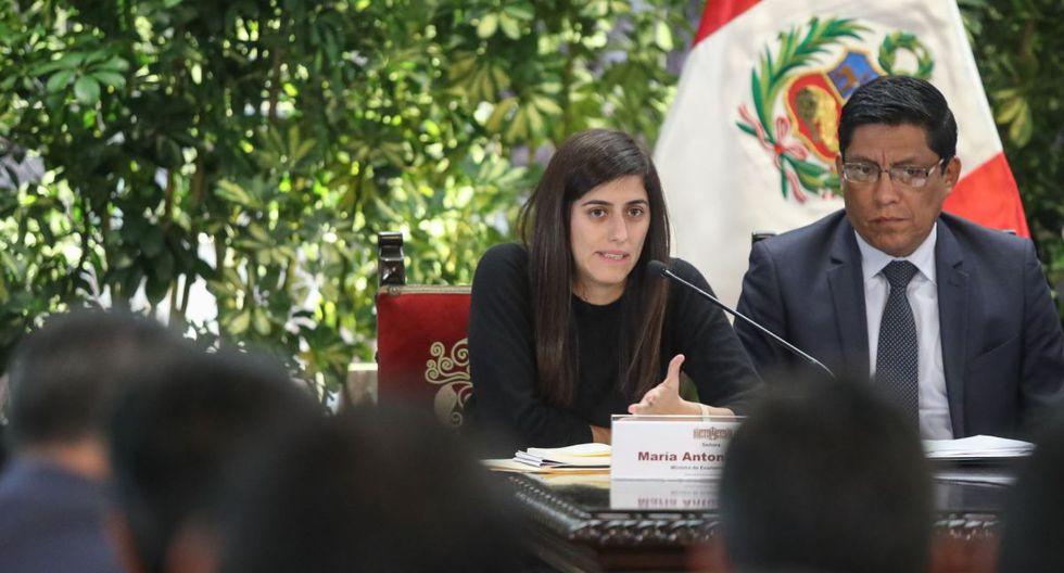 """""""La aparición de mujeres que lideran ministerios, empresas, gremios –como María Antonieta Alva, quien ha sido absurdamente cuestionada– puede ser la semilla para que más mujeres jóvenes participen activamente en política"""", indica Molina. (Agencia Andina)"""