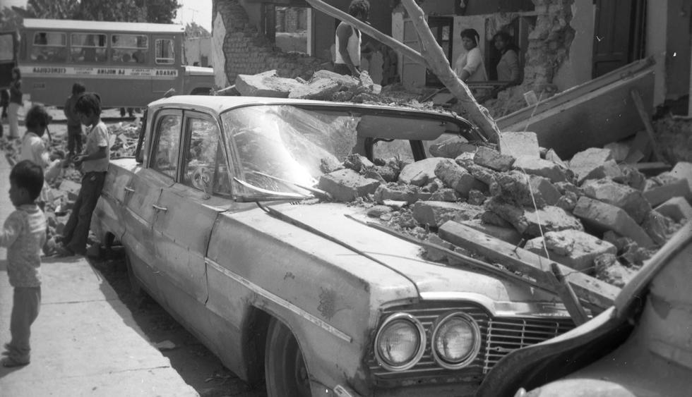 El epicentro fue a 60 kilómetros mar adentro, frente al balneario de Cerro Azul, en Cañete. Los efectos en Lima Metropolitana fueron tanto o más fuertes que cuando sucedió el terremoto del 24 de mayo de 1940 o el otro fuerte sismo del 17 de octubre de 1966, para entonces el último recordable que había sucedido en la capital.  Foto: GEC Archivo El Comercio