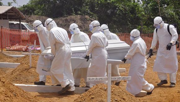 Critican a la OMS por reacción tardía ante el ébola