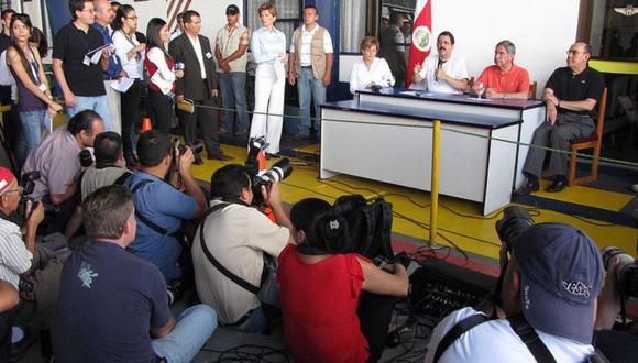El 29 de junio de 2009 el entonces presidente hondureño, Manuel Zelaya, fue sacado del país por la fuerza y llevado a Costa Rica. Fue el primer golpe de Estado del siglo XXI. Foto: AFP, via BBC Mundo