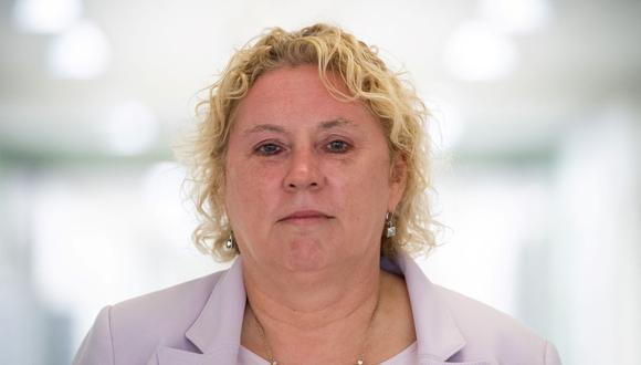 Karen Baker, una sobreviviente del ataque del 11 de septiembre de 2001 al Pentágono, se para cerca de donde estaba trabajando cuando el vuelo 77 de American Airlines golpeó el edificio. (SAUL LOEB / AFP).