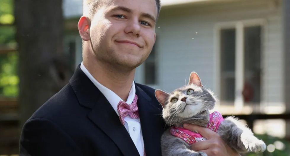 Joven no encontró pareja de baile para su graduación y decidió llevar a su gata 'Ruby'. | Foto: @rubytheprettykitty
