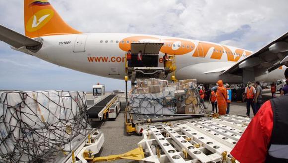 Imagen del arribo a Venezuela del segundo cargamentos de vacunas rusas contra el coronavirus Sputnik V. (Captura de pantalla/Twitter).
