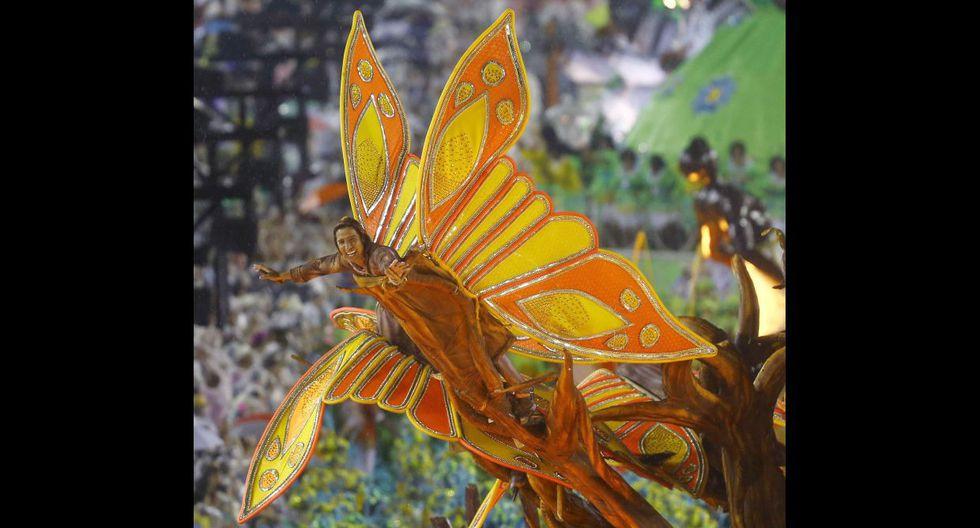 Ni la lluvia paró la fiesta en el carnaval de Río de Janeiro - 18