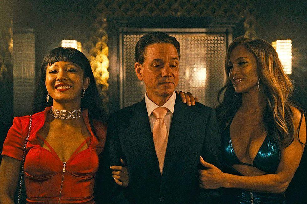 Jennifer Lopez, Frank Whaley, y Constance Wu en Hustlers (Foto: STXfilms)