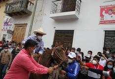 """Pedro Castillo exhorta a """"mantener la distancia"""" y la calma durante la jornada electoral"""