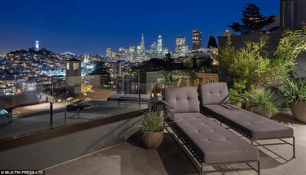Desde la terraza se tiene una espectacular vista de la ciudad. Las plantas añaden una cuota natural al espacio. (Foto: The MLS)