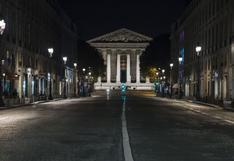 Las calles de París desiertas en la primera noche de toque de queda por el coronavirus | FOTOS