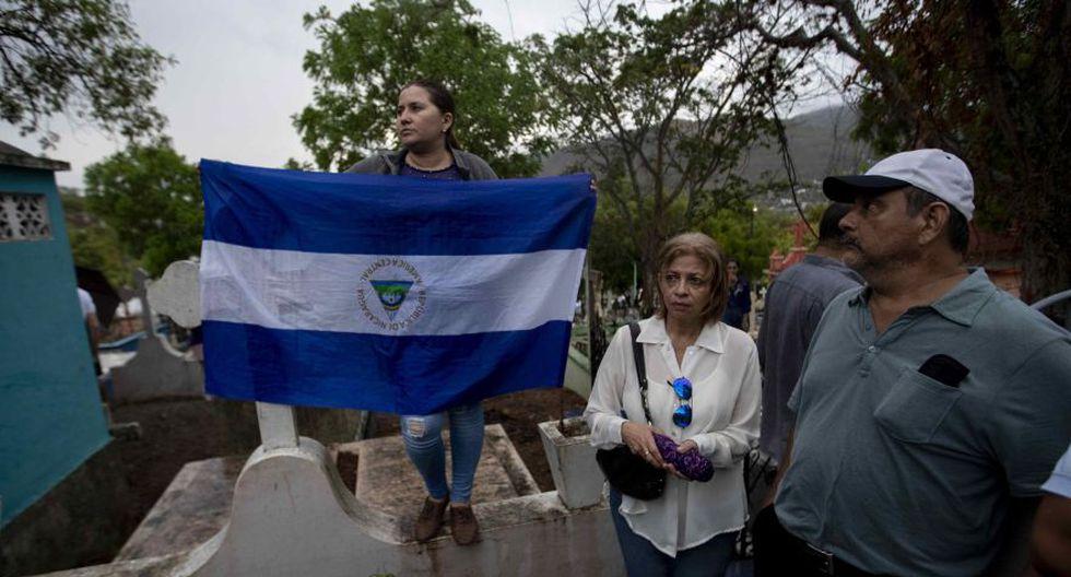 Cientos de personas acompañaron el féretro de Eddy Montes durante su entierro hace una semana en Matagalpa, Nicaragua. (Foto: EFE)