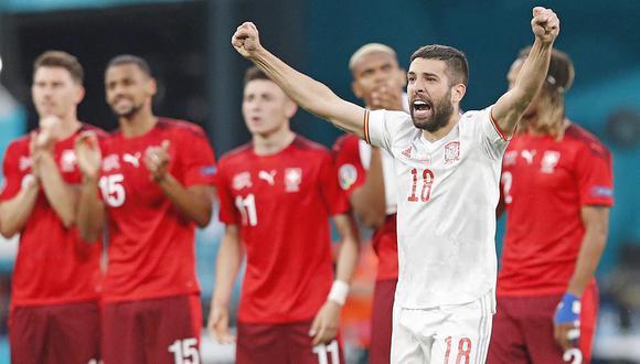 España fue más efectivo desde el punto de penal y venció a Suiza, tras igualar 1-1 en más de 120 minutos.| Foto: AFP