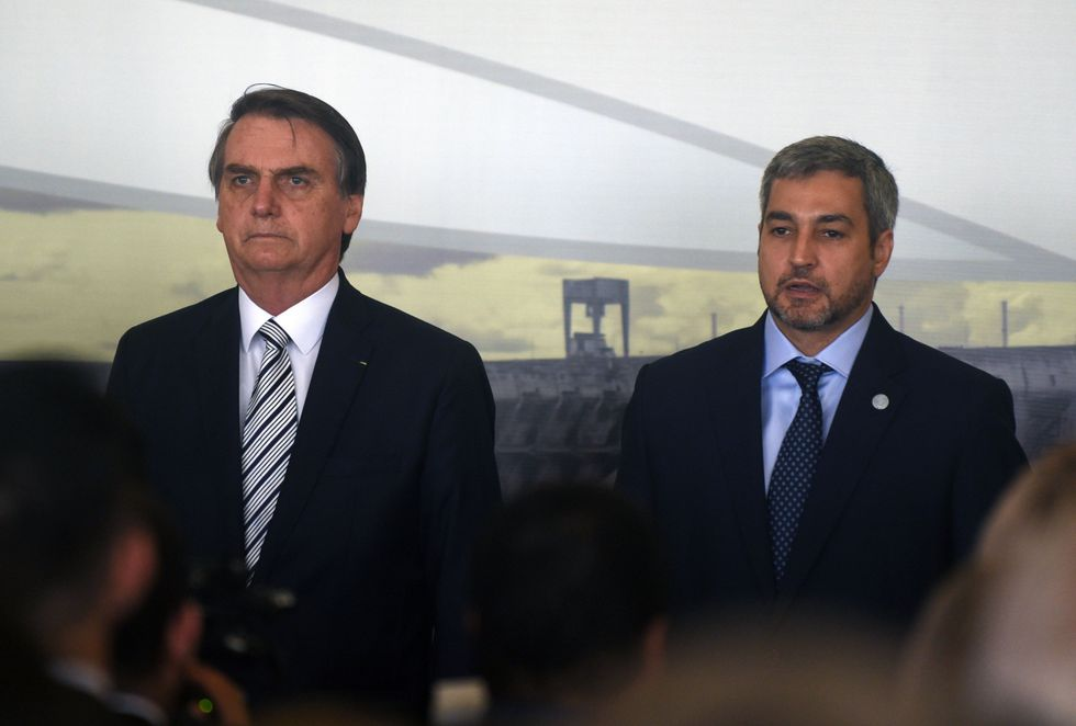 El presidente de Brasil, Jair Bolsonaro, y el presidente de Paraguay, Mario Abdo Benítez. (Foto: AFP)