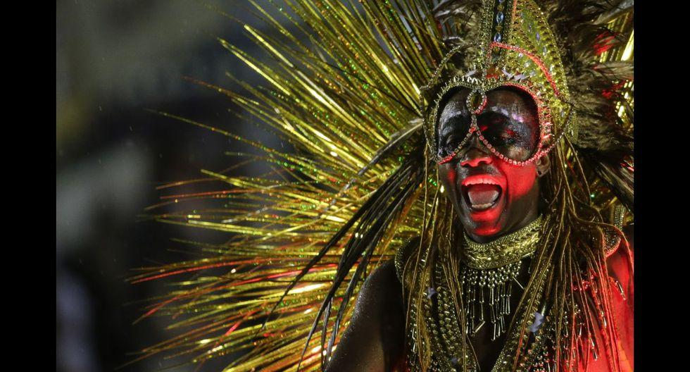 Ni la lluvia paró la fiesta en el carnaval de Río de Janeiro - 5
