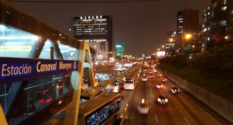 Metropolitano: bus malogrado en San Isidro genera congestión