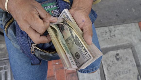 En el mercado paralelo o casas de cambio de Lima, el tipo de cambio se cotizaba a S/3,630 la compra y S/ 3,700 la venta. (Foto: GEC)