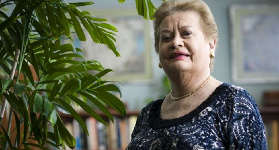 """Martha Hildebrandt: """"por los palos"""""""