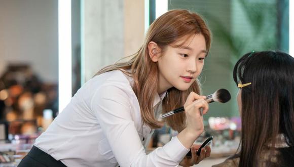 Este k-drama se desarrolla en la industria de la moda contemporánea y sigue a un grupo de jóvenes que persigue sus metas.  Park So Dam es una de ellos (Foto: Recuerdos de juventud / Netflix)