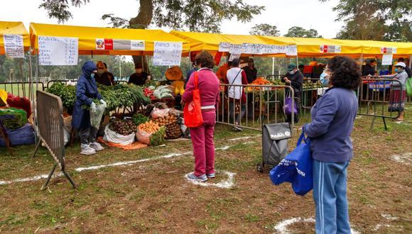 Los mercados itinerantes se desarrollan cumpliendo los protocolos sanitarios. (Foto: Minagri)