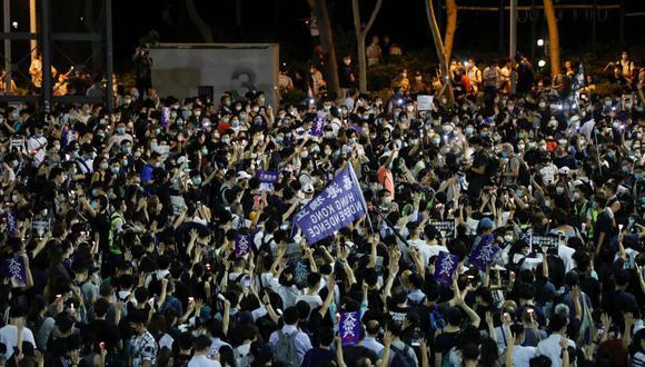 En la imagen se aprecia a cientos de manifestantes protestando en contra de la nueva ley de seguridad impuesta en Hong Kong. (Archivo/REUTERS/Tyrone Siu)