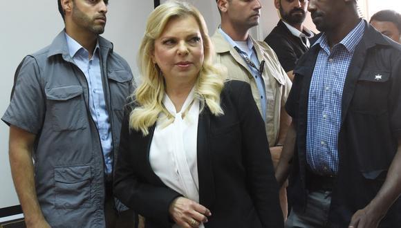 Corte de Jerusalén aceptó la declaración de culpabilidad acordada por Sara Netanyahu con la fiscalía para resolver las acusaciones de que había gastado unos 100 mil dólares de dinero estatal en comidas lujosas. (Foto: AFP)