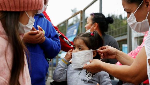 Ecuador anunció este domingo que reactivará los planes piloto en 77 instituciones educativas, como parte de un proceso de vuelta a clases progresivo, seguro y voluntario en medio de la pandemia de coronavirus. (REUTERS/Daniel Tapia).