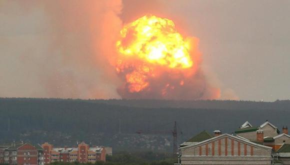 El momento de la explosión ocurrida en la base rusa de Severodvinsk. (Reuters).