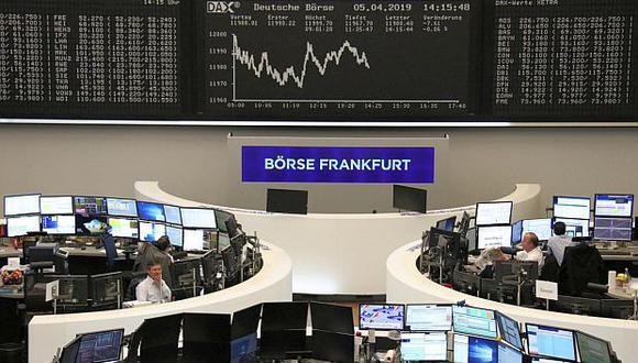 El índice DAX 30 de Frankfurt quedó en 12,101.32 puntos tras subir 0.67%. (Foto: Reuters)