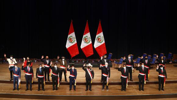 Pedro Castillo tomó juramento de los ministros de Estado, sin nombrar las carteras de Economía ni Justicia. FOTO: Presidencia