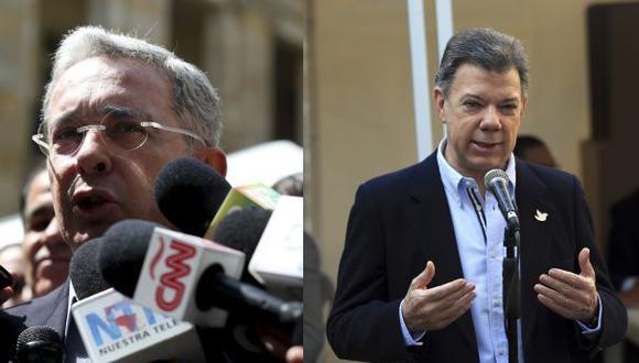 Santos y Uribe se lanzan dardos por el papel de ex presidentes