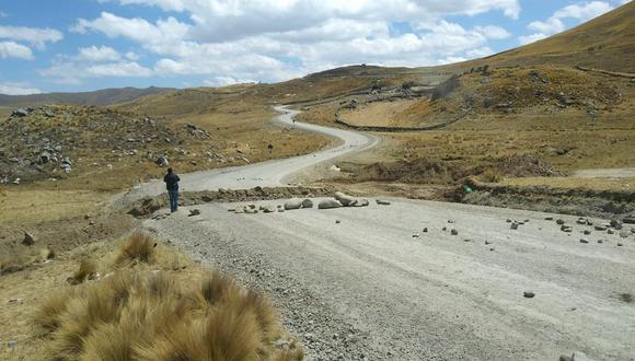 A fines de setiembre, el tramo del corredor minero que cruza la comunidad de Cancahuani fue bloqueado. Pobladores reclaman también el pago de un derecho de vía. (Foto: cortesía)