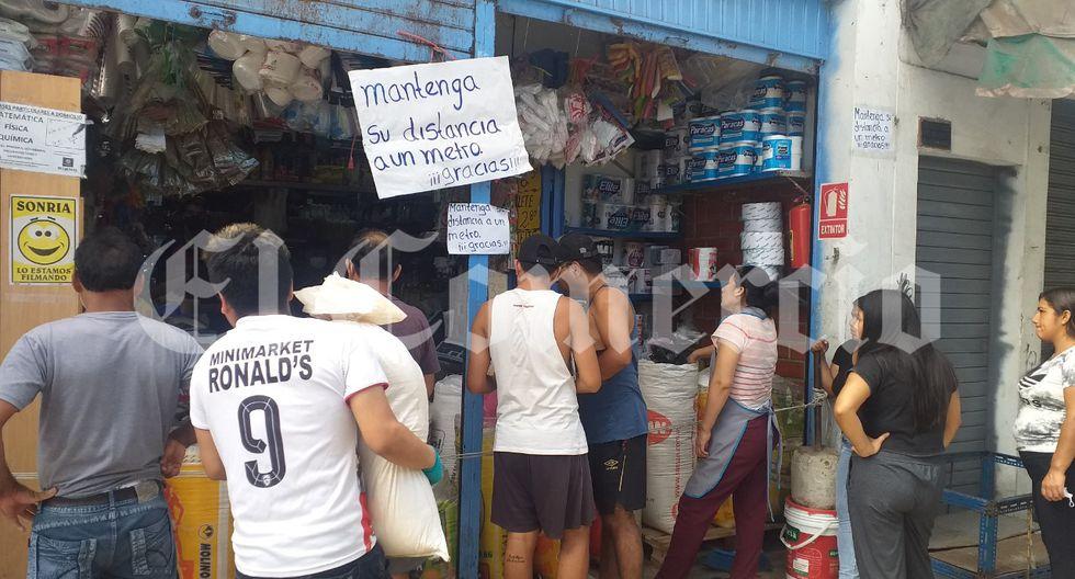 El Comercio pudo corroborar que en tres mercados de Santiago de Surco, el distrito que más infestados por coronavirus, no se están cumpliendo las normas de salubridad para evitar más infectados por coronavirus. (Foto: Carlos Neyra/El Comercio)