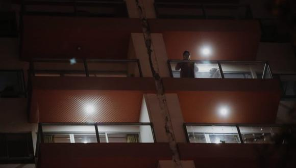 Un vecino de la Residencial Belorama informó a este medio que  pese a que los primeros reportes indicaban un daño estructural en el edificio lo ocurrido se trata de un daño superficial en el material que cubre la junta sísmica que separa las edificaciones del inmueble. (Foto: César Grados /@photo.gec)