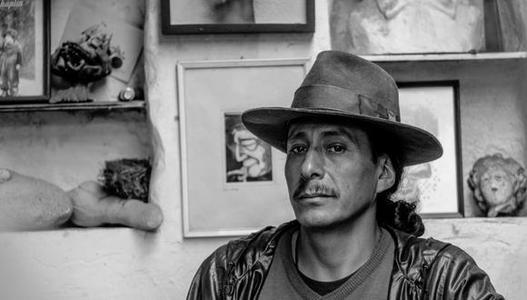 Antonio Paucar en su taller en Aza, un pueblo cercano a Huancayo. El artista participa en el proyecto De Voz a Voz Perú. FOTO: Arturo López Llontop