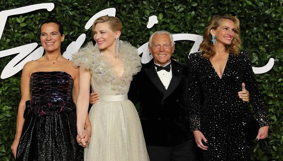 Italian fashion designer Giorgio Armani (2R), US actress Julia Roberts (R) and English actress Cate Blanchett (2L) poses on the red carpet upon arrival at The Fashion Awards 2019 in London on December 2, 2019. - The Fashion Awards are an annual celebration of creativity and innovation will shine a spotlight on exceptional individuals and influential businesses that have made significant contributions to the global fashion industry over the past twelve months. (Photo by ISABEL INFANTES / AFP) / RESTRICTED TO EDITORIAL USE -  NO MARKETING NO ADVERTISING CAMPAIGNS