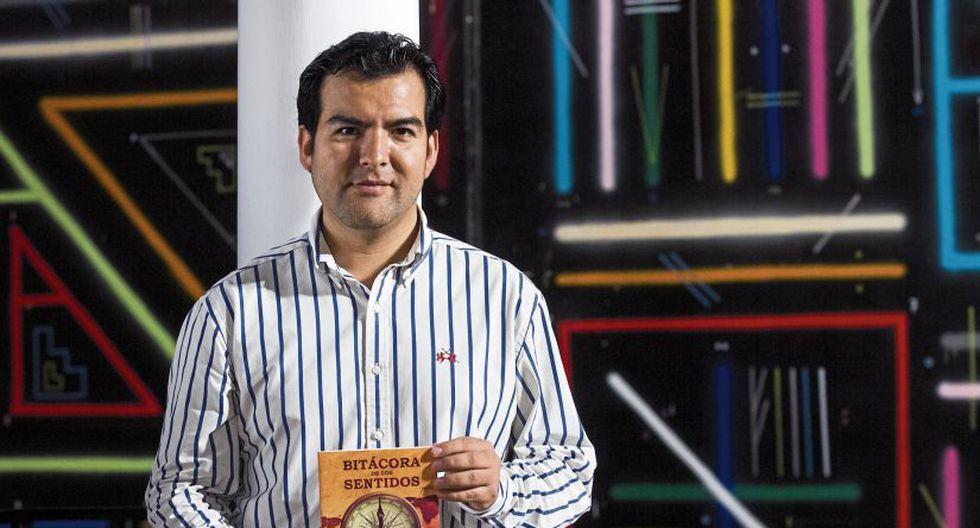 El libro de Soto utiliza la tecnología como una herramienta de expresión, recurriendo a códigos QR, efectos ópticos, imágenes 3D, efecto holograma, ingeniería de papel, etc.[Foto: Eduardo Cavero]