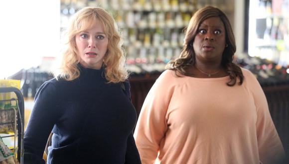 """De izquierda a derecha, Beth (Christina Hendricks) y Ruby (Retta); los mejores personajes de """"Good Girls"""", cuya temporada 3 ya está en Netflix. (Foto: NBC)"""
