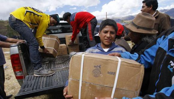 Entregan alimentos y abrigo a localidades afectadas por heladas