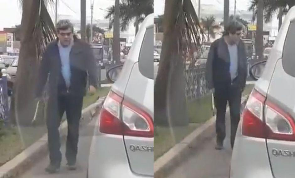 Se acerca hacia el vehículo que está delante de él, para reclamarle al conductor por presuntamente haberle cerrado el pase. (Foto: Captura Canal N)