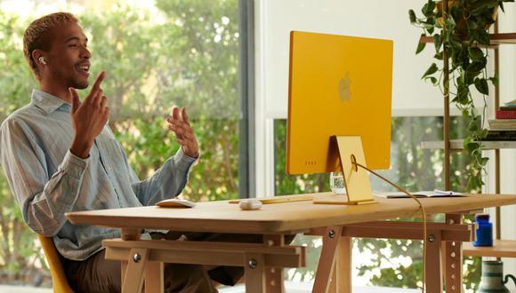 La nueva iMac es mucho más delgada gracias al chip M1 y ahora viene en 7 colores diferentes. (Foto: Apple)