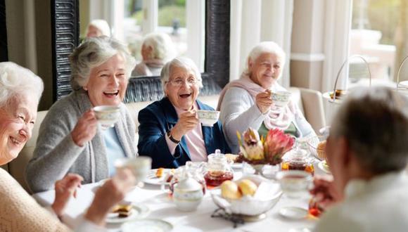Según la Organización Mundial de la Salud, las mujeres viven al menos 1,4 años más que los hombres. (Foto: Getty Images)