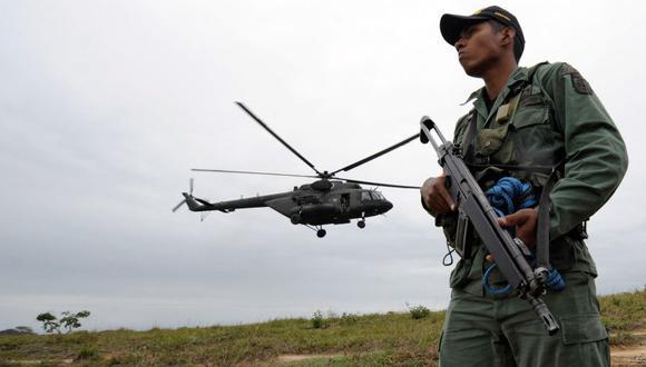 Militar colombiano quedó herido tras ataque desde Venezuela. (AFP)